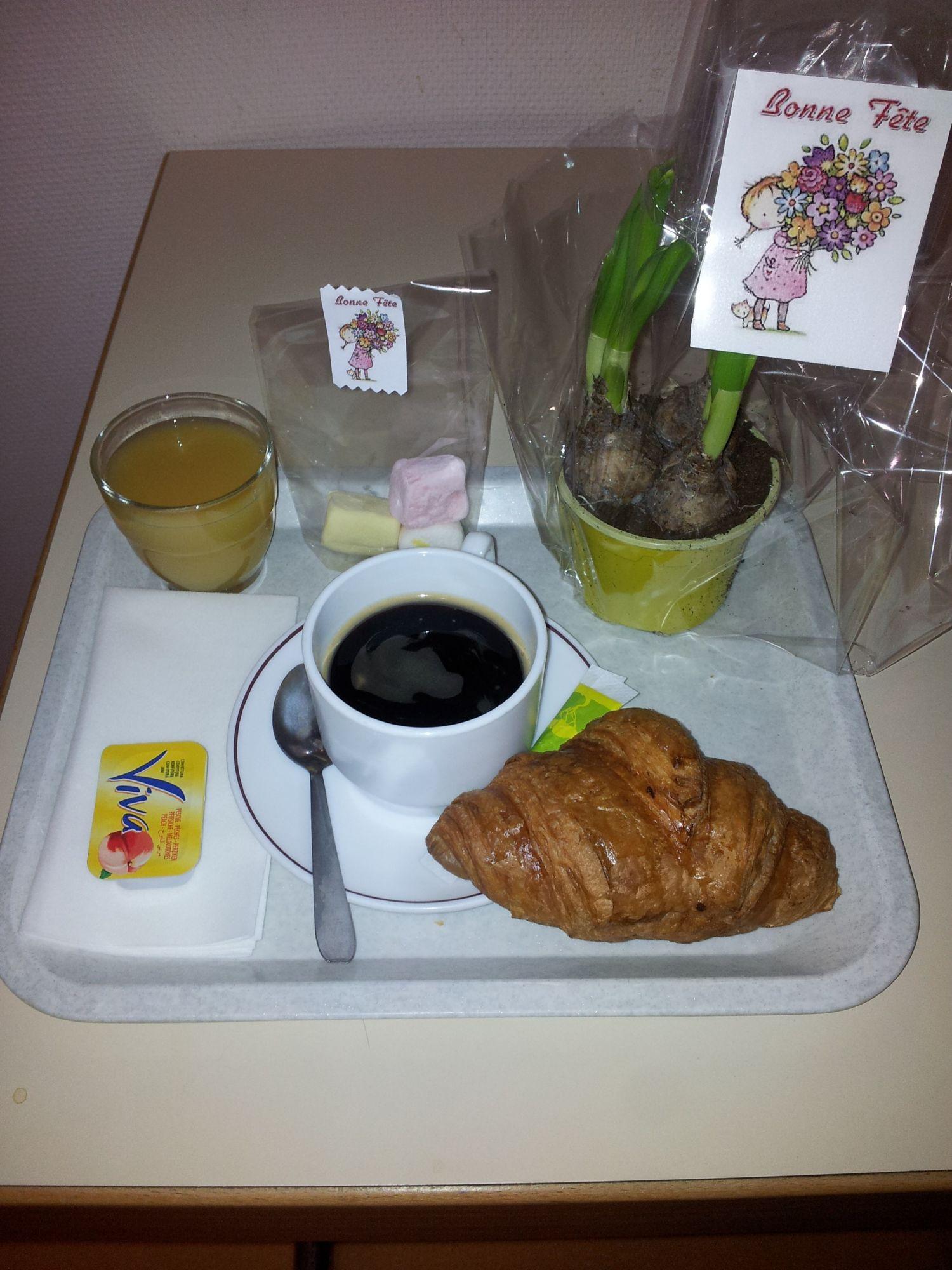 plateau-petit-dejeuner-fete-des-grands-meres